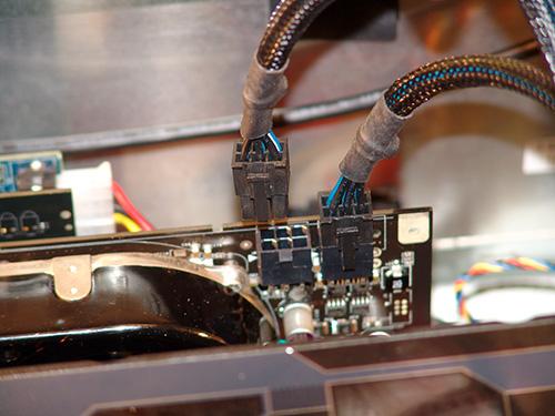 SLN128872_zh_CN__13geforce_8800_GTX_internal_power_connectors